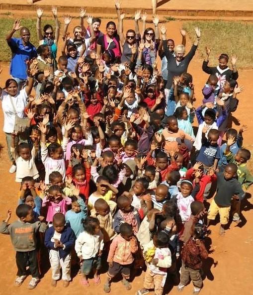 Madagascar -enfants di cpmmège